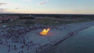 الدانماركيون يحتفلون بالانقلاب الصيفي