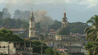 شاهد: المسلمون في ماراوي يستعدون لاستقبال عيد الفطر تحت القنابل والقصف
