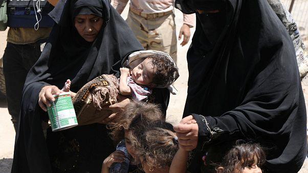 Familien fliehen aus Mossuls Altstadt