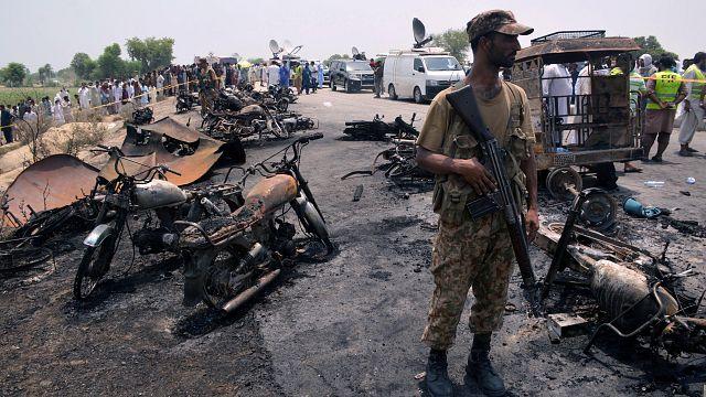 Pakistan: Mehr als 100 Tote bei Tanklasterexplosion