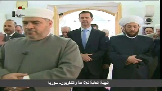 بشار الأسد يؤدي صلاة العيد في مسجد حماة