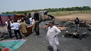 Incendie d'un camion-citerne au Pakistan: 123 morts, une centaine de blessés