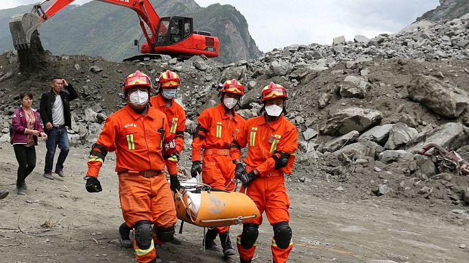 Cina, frana cancella un villaggio: almeno 100 dispersi