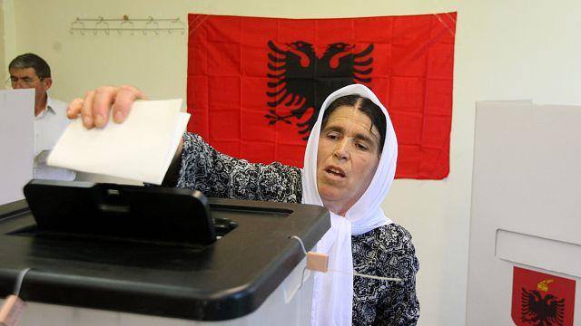 Parlamentswahl Albanien: Geringe Wahlbeteiligung