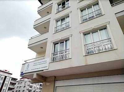 Selam\'s building is located in Gaziantep\'s bustling university district. It hosts 55 families in 63 flats, for a total of more than 200 guests.