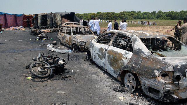 Rengetegen meghaltak egy pakisztáni robbanásban