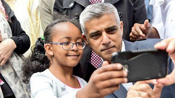 صادق خان عید فطر را با مسلمانان محله کنزینگتون لندن گذراند
