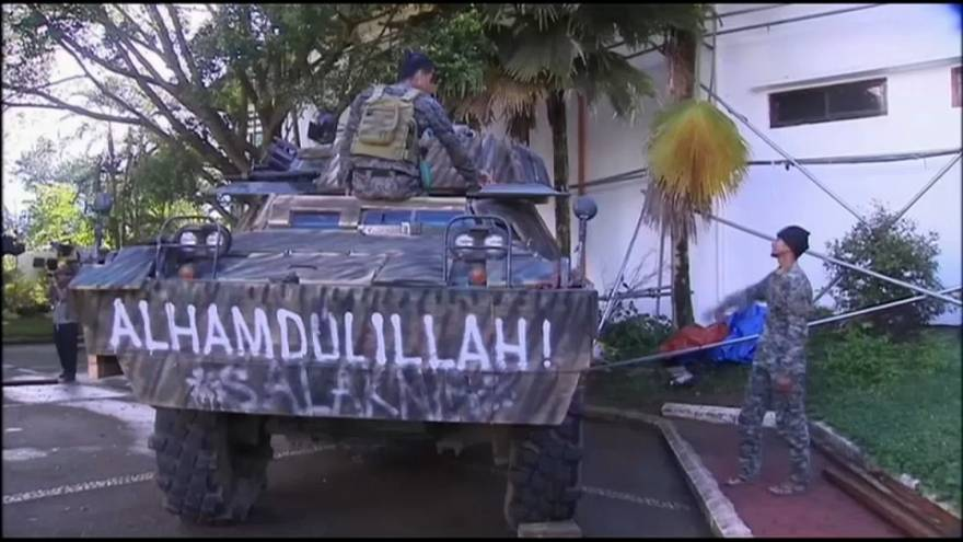 مسلمو الفلبين يستقبلون عيد الفطر بين حراب العسكر