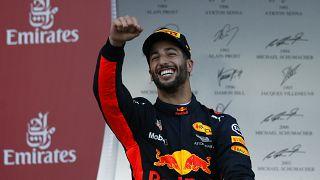 F1, Baku: Daniel Ricciardo trionfa in una gara tesissima
