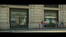 Governo aprova decreto para resgatar dois bancos