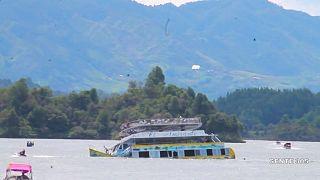 Barco de recreio mata seis pessoas na Colômbia