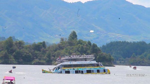 شاهد: 6 قتلى و31 مفقودا في غرق مركب سياحي في كولومبيا