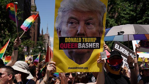 اعتراض به دونالد ترامپ در رژه دگرباشان جنسی در آمریکا