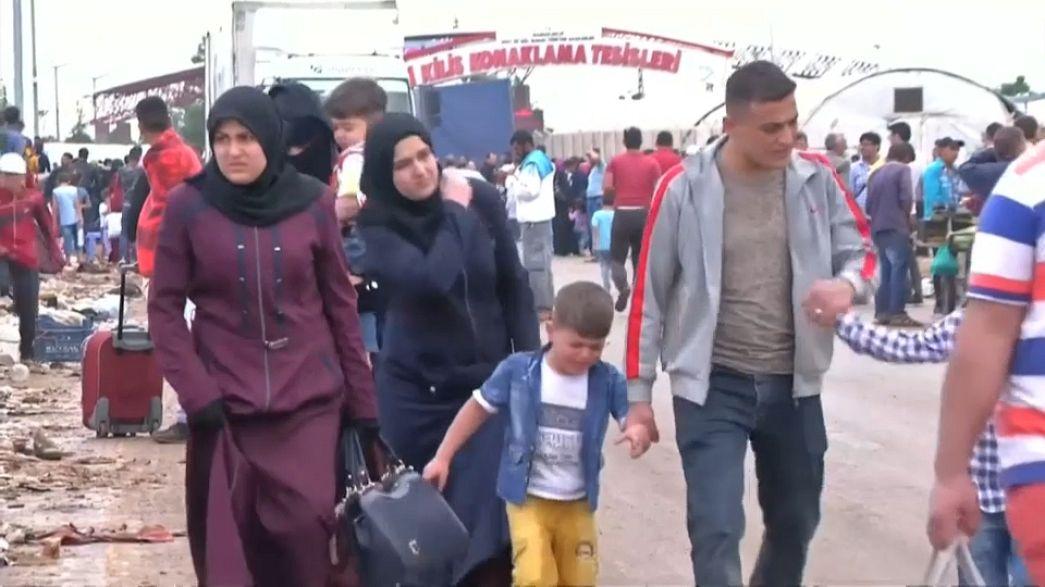 Refugiados sírios na Turquia voltam a casa para fim do Ramadão