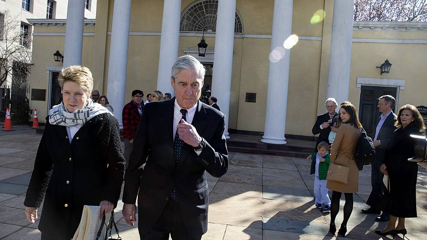 Image: Special Counsel Robert Mueller walks with his wife, Ann, in Washingt