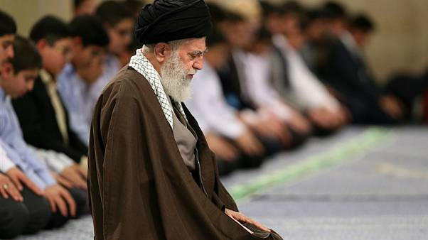 خامنهای: آتش به اختیار به معنای بیقانونی و فحاشی نیست