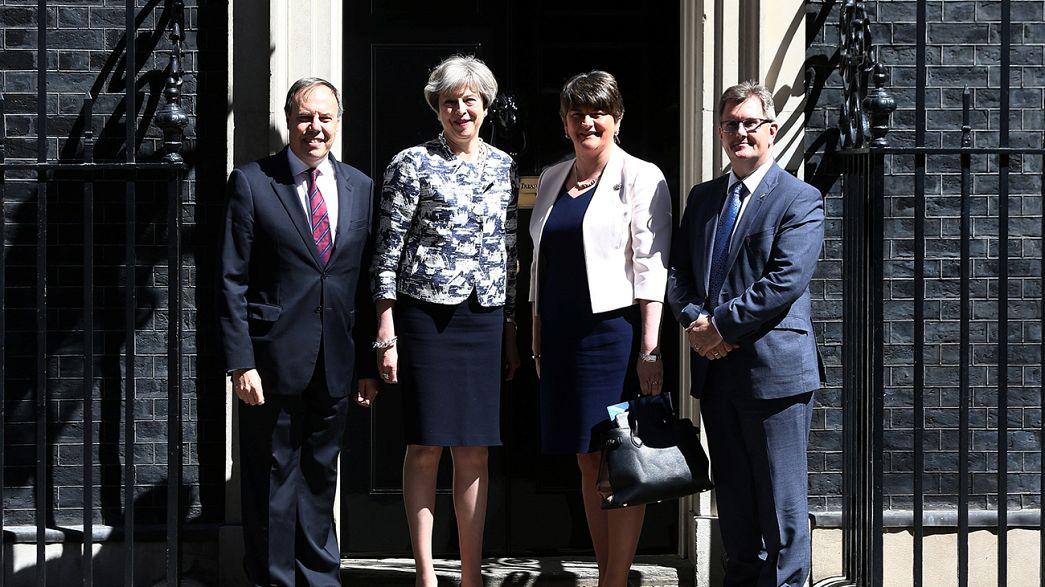 Egyesült Királyság: megkapja az észak-ír támogatást a konzervatív kormány
