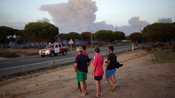 El fuego amenaza Doñana