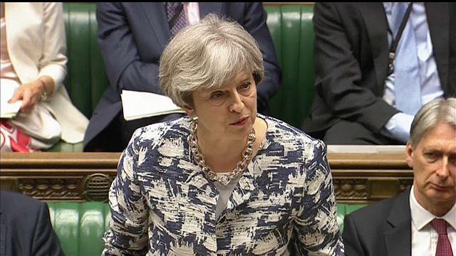 "May promete tratamento para europeus idêntico a britânicos no ""Brexit"""