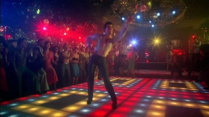 Cumartesi Gecesi Ateşi'nin ünlü dans pisti satışta