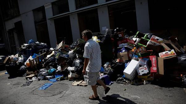 Greek rubbish crisis mounts