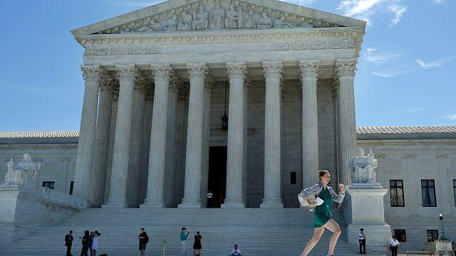 Trump'ın seyahat yasağı kararnamesine kısmi onay