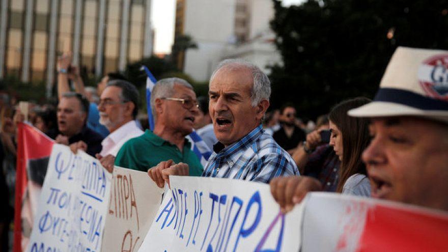 Atenas: Protestos de funcionários municipais acabam em confrontos com a polícia