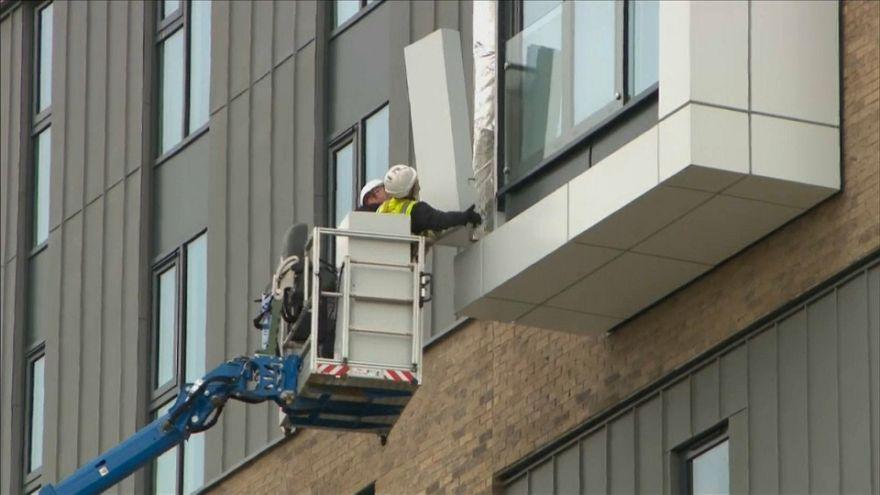 Пожар в Лондоне: покрытия фасадов изъяты из продаж