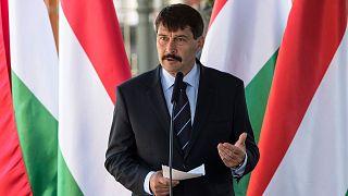Magyaroktól vonta vissza az állampolgárságot Áder János