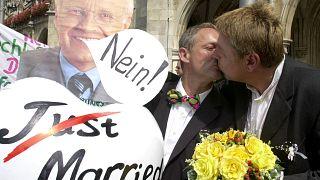 Germania: Merkel apre ai matrimoni gay