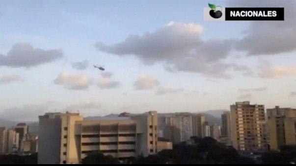 Un helicóptero policial sobrevuela Caracas desafiando a Maduro