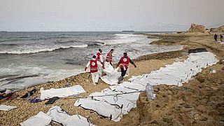 Libye : 24 corps de migrants repêchés, certains dévorés par des chiens errants