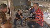 غناء وسط الركام.. موسيقي عراقي يعيد الحياة الى مدرسته المدمّرة في الموصل