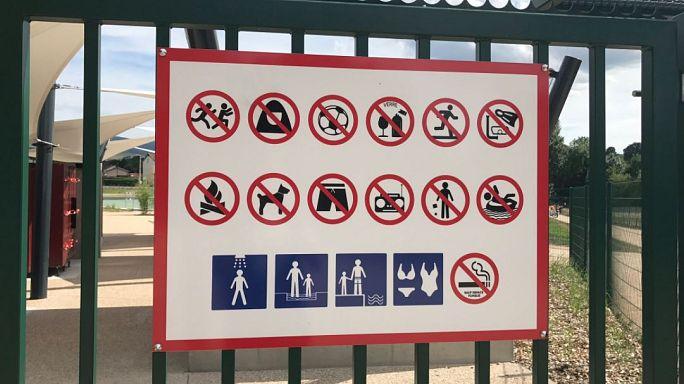 مسبح فرنسي يساوي في منع الدخول بين المسلمات المحجبات والكحول والكلاب