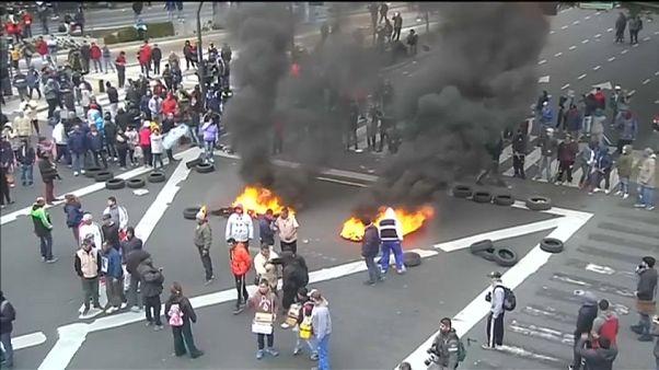 Pelo menos oito detidos em protestos contra reformas de Macri