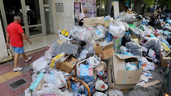 Continua la huelga de basuras en Grecia en plena ola de calor