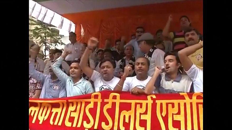 Textilhändler demonstrieren gegen Steuerreform