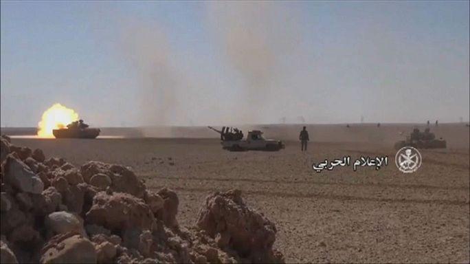 معارك عنيفة بين القوات الحكومية ومقاتلي داعش بصحراء حمص