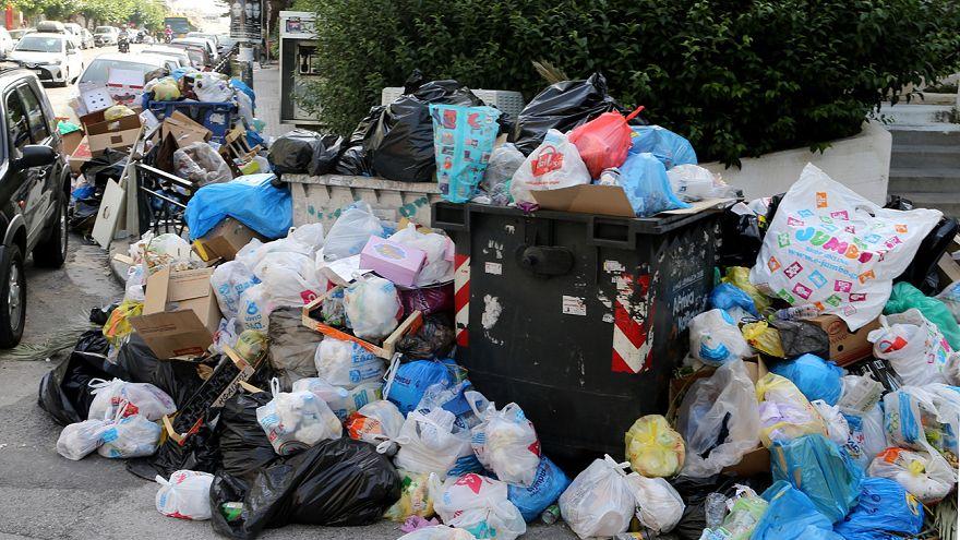 Lixo invade ruas da Grécia