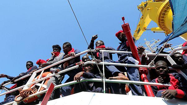 ¿Puede Italia negarse a que desembarquen migrantes procedentes del barco de una ONG?