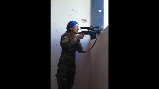 لبخند دختر کرد به شلیک داعش