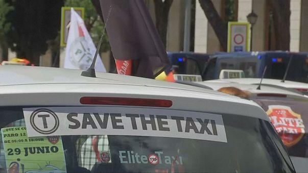 Miles de taxistas se manifiestan en ciudades de toda España por el cumplimiento de sus derechos