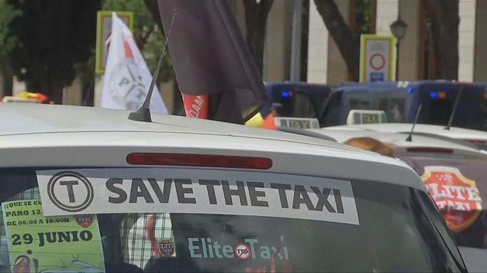İspanya'daki taksi sürücüleri Uber ve Cabify'ı protesto etti