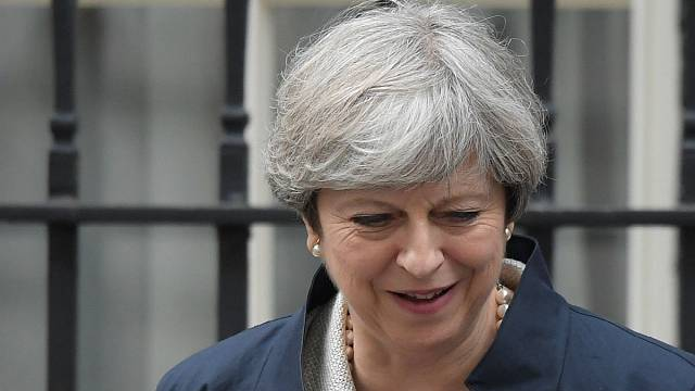 Westminster - Theresa May bring erste Abstimmung durch
