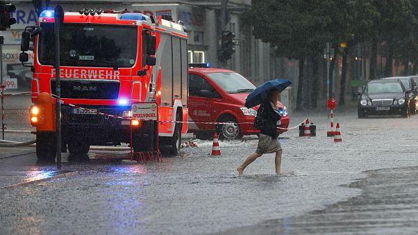 Sintflutartiger Regen in Berlin: 10 der besten Tweets
