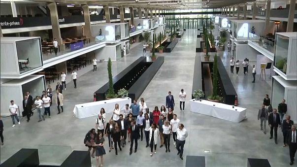 """Station F"" : la Silicon Valley française"