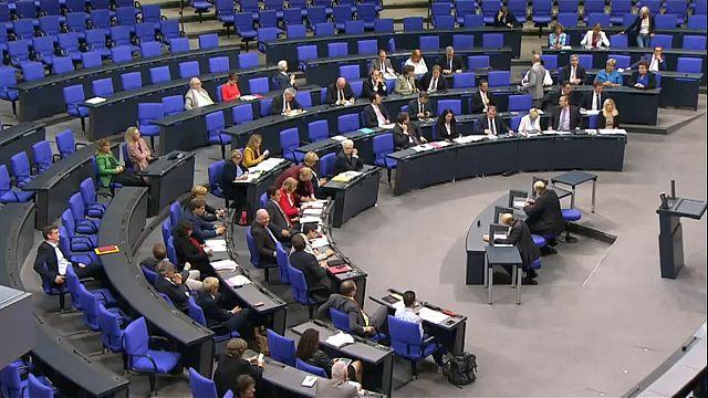 """El Parlamento alemán aprueba la polémica """"Ley Facebook"""""""