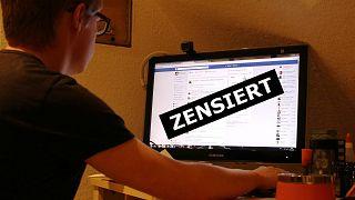 Hassbotschaften, Fakenews: Wird das Netz mit Zensur durchsetzt?