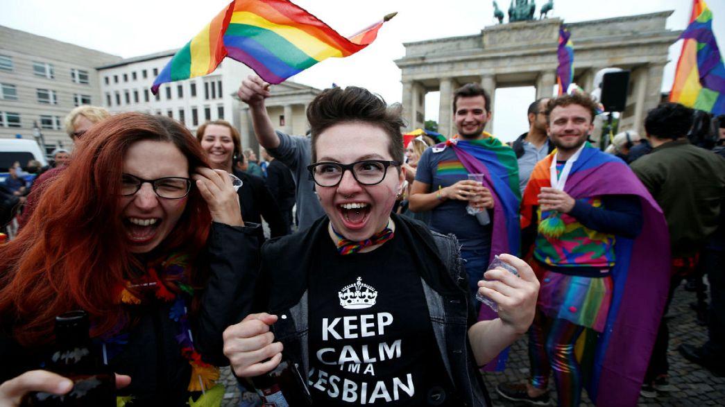 A német LGBT közösség ünnepli az új törvényt