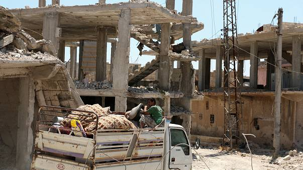 عودة نازحين ولاجئين سوريين إلى بيوتهم